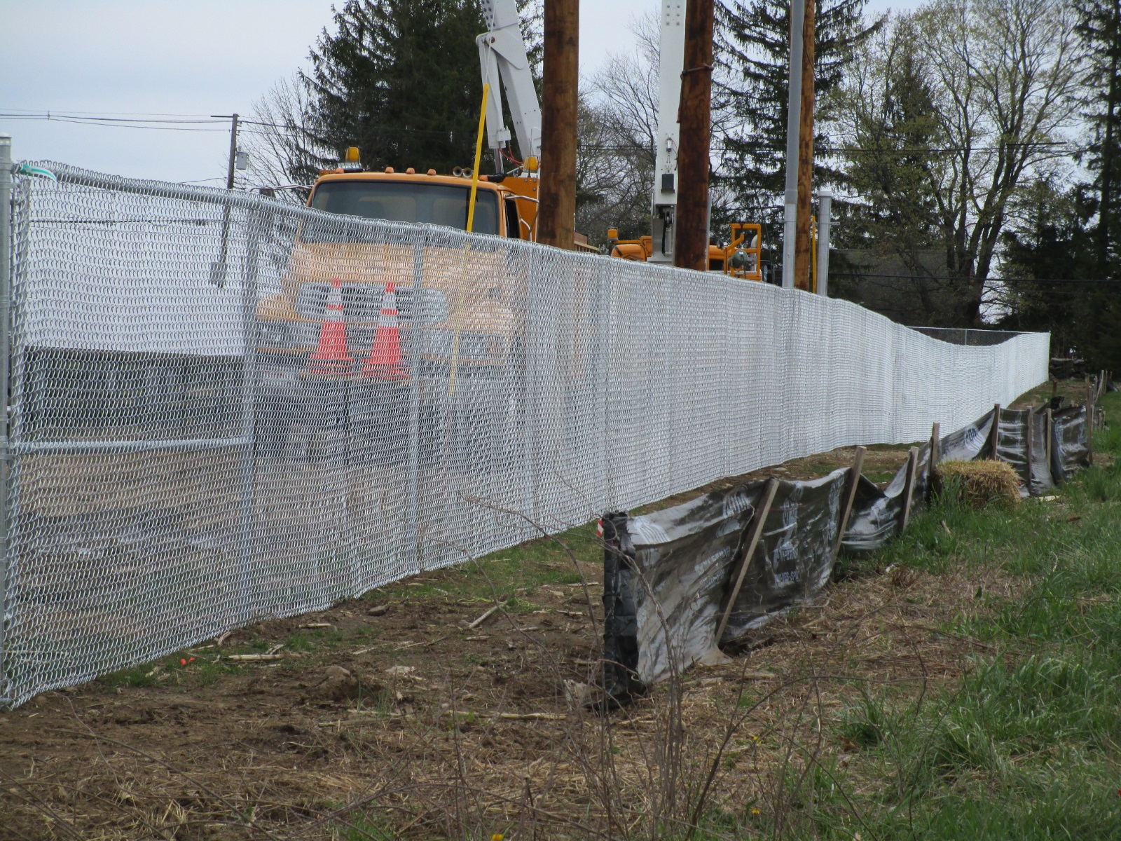 78_galvanized-chainlink Solar Fields - Forrest Fencing