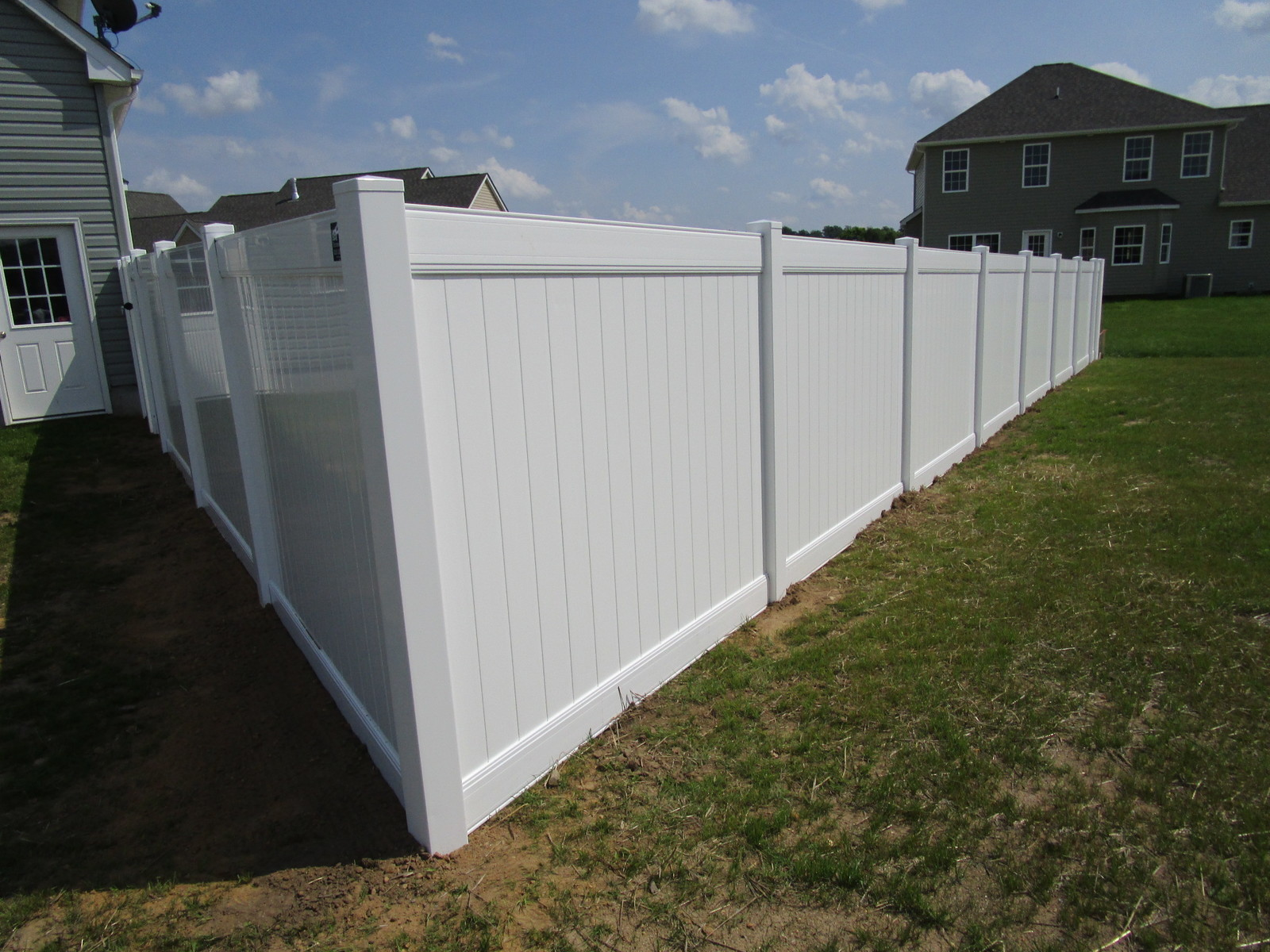 Vinyl Forrest Fencing Fence Gate For Transitional Putting Up Electric 108 Privacy White Penndel