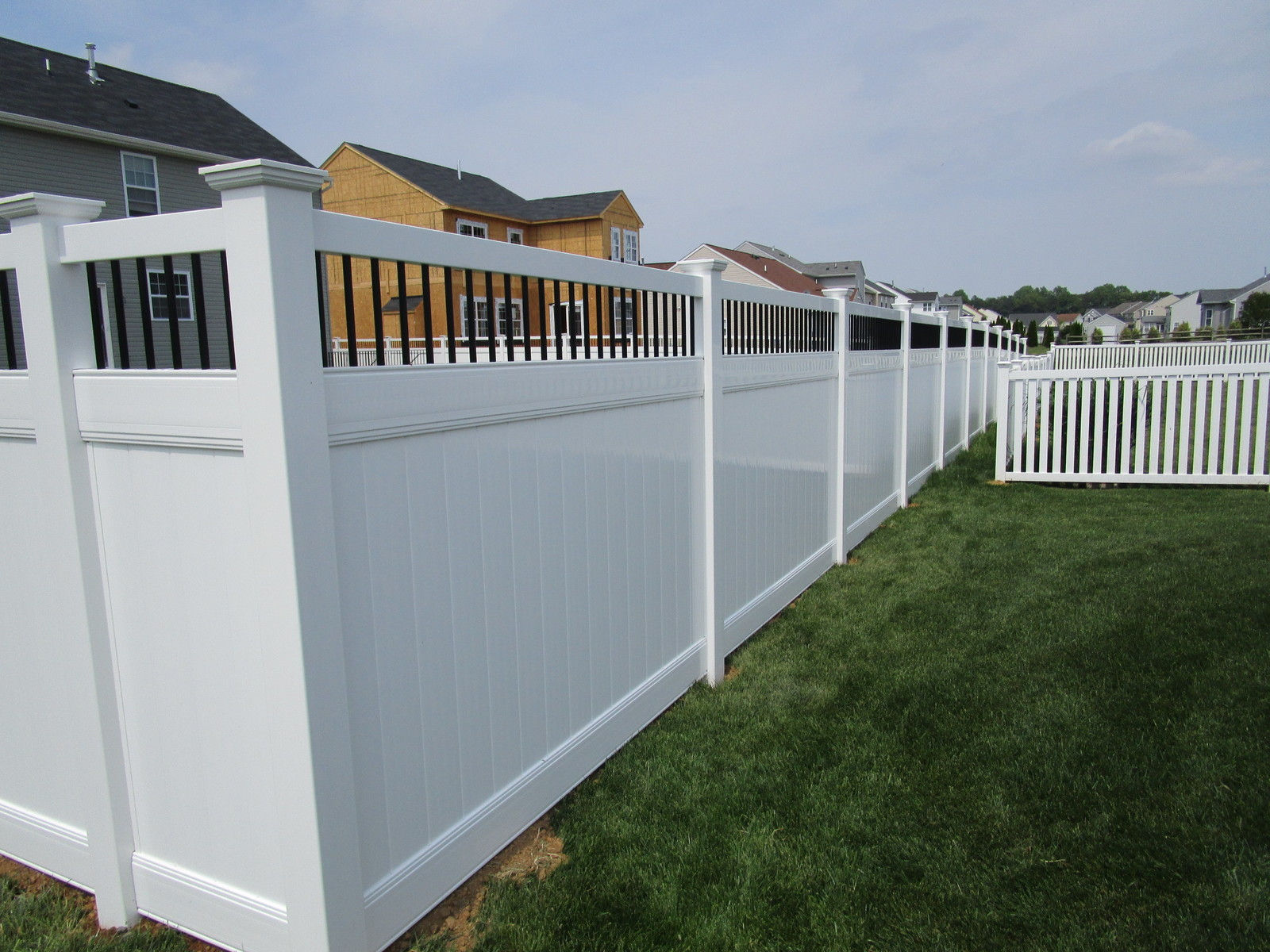 Vinyl Forrest Fencing Fence Gate For Transitional Putting Up Electric 109 Privacy With Black Spindles Grace Closed Top