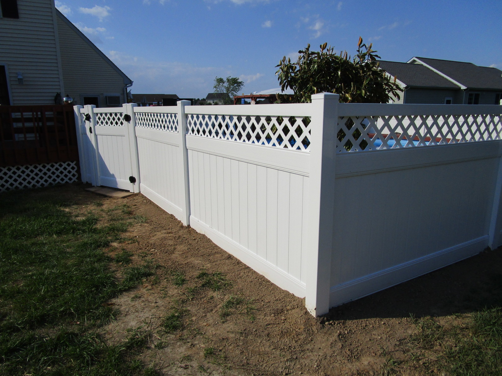 Vinyl forrest fencing 110privacy with lattice top langhornejpg vinyl forrest fencing privacy baanklon Choice Image